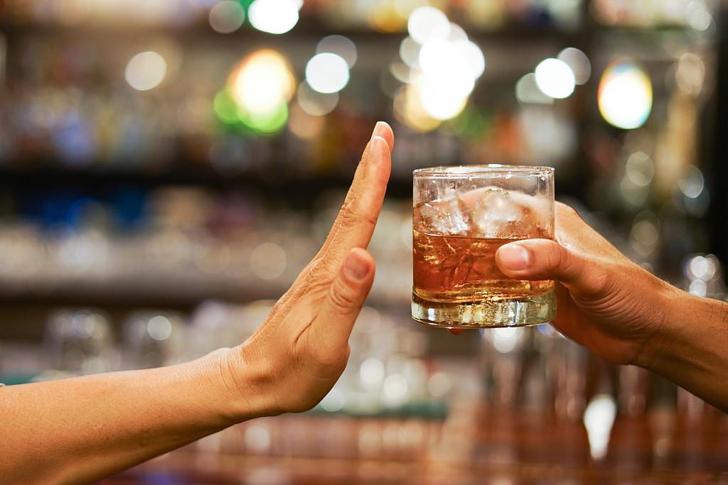 喝酒伤肝,少喝酒